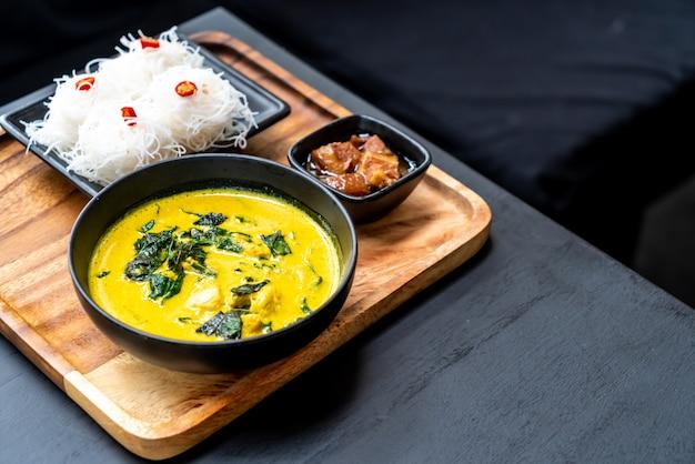 Thaise kerriesoep met krab en kokosmelk
