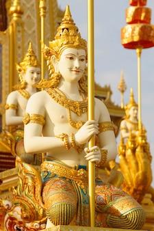 Thaise kunstliteratuur of himmapan-verhaal in miliful sanam luang in de stad bangkok, thailand)