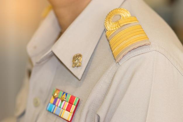 Thaise leraar in formeel officiersoverheid eenvormig