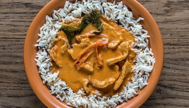 Thaise panang curry met een mix van witte en wilde rijst