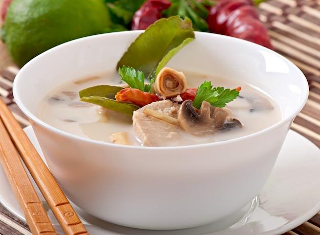 Thaise soep met kip en champignons