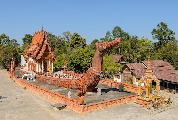 Thaise tempel in de vorm van de suphannahong-binnenvaartschip, thailand