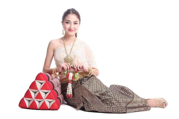Thaise vrouwen met traditioneel thais pak in studio