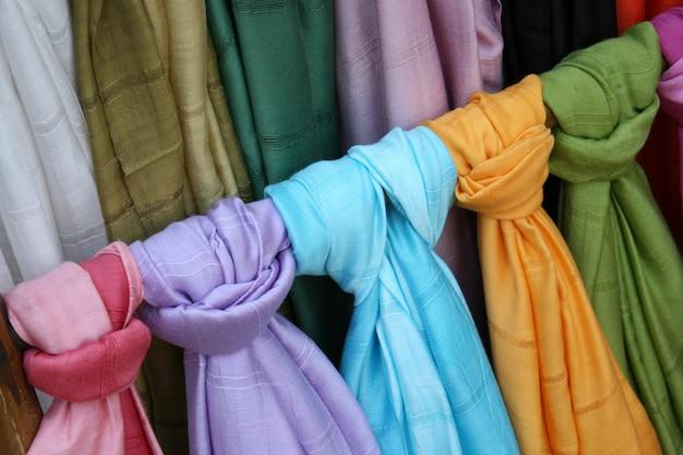 Thaise zijden en katoenen sjaals in verschillende kleuren