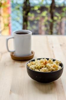 Thaise zoete knapperige rijst, sluip in ontspannen tijd