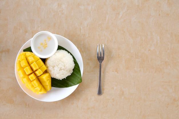 Thaise zoete plakkerige rijst met mango