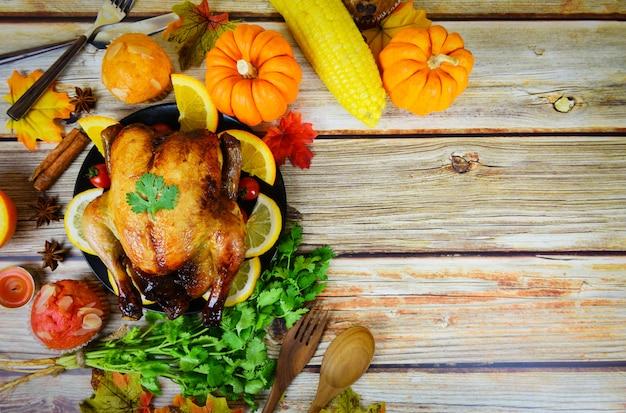 Thanksgiving-diner met kalkoenfruit geserveerd op vakantie thanksgiving-tafel viering traditionele omgeving