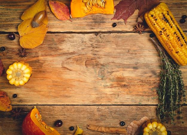 Thanksgiving herfst tafel achtergrond voedsel achtergrond met herfst seizoensspecialiteiten