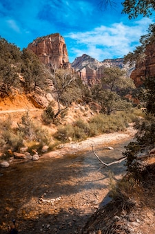 The angels landing trail mountain trek in zion national park, utah. verenigde staten