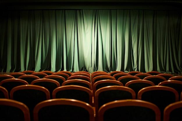 Theater toneel groene gordijnen