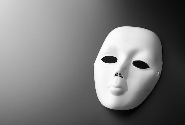 Theatermasker op grijs