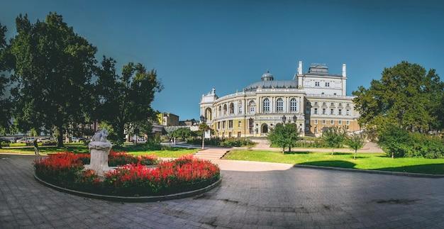Theatre square in odessa, oekraïne