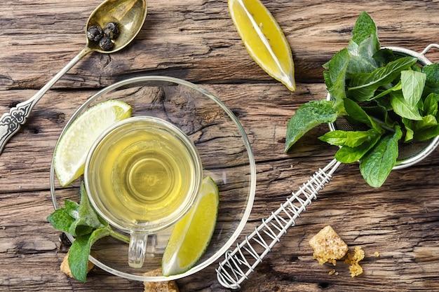 Thee met munt en citroen