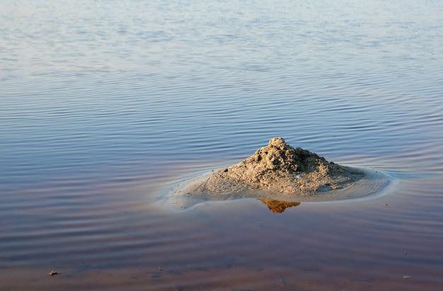 Therapeutisch meer met jodium en mineralen midden in de wilde steppe