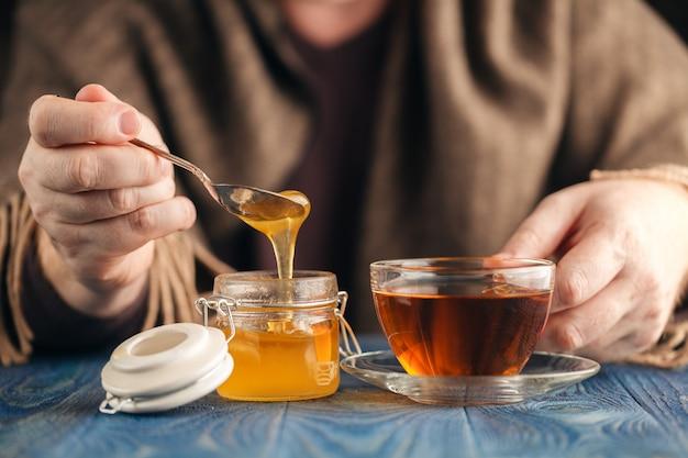 Therapeutische thee met honing