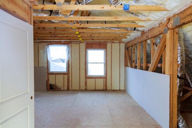 Thermische en hidro isolatie muurisolatie constructie nieuw woonhuis.