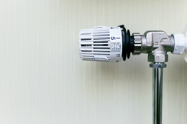 Thermostatische klep op radiator close-up