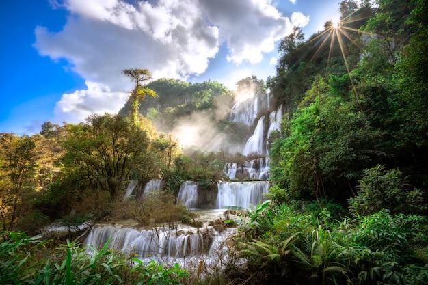 Thi lor su waterfall is de mooiste waterval in thailand.