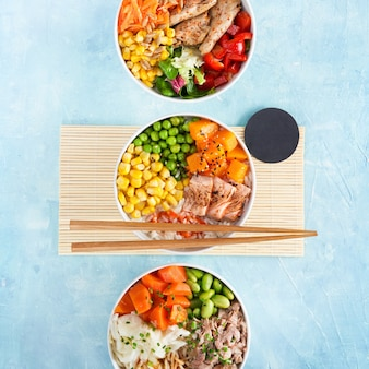 Three poke bowls gevlamde zalm pulled pork vegan eiwit alternatieve heura rijstnoedels