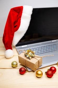 Thuis online winkelen. grote verkoop in wintervakantie. met een creditcard