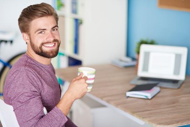 Thuis werken en goede koffie drinken