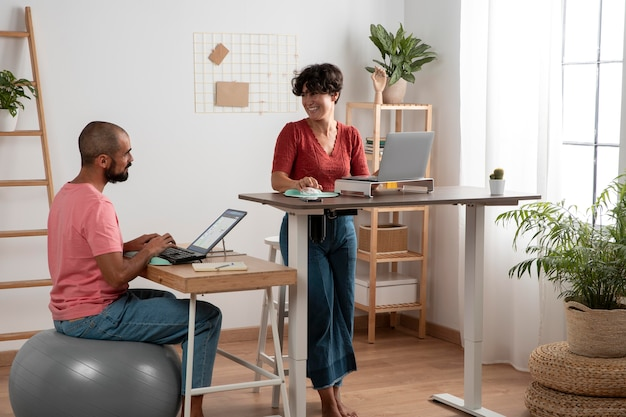 Thuiswerken op een ergonomische werkplek