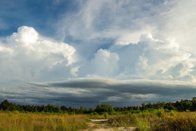 Thunder storm hemel regenwolken
