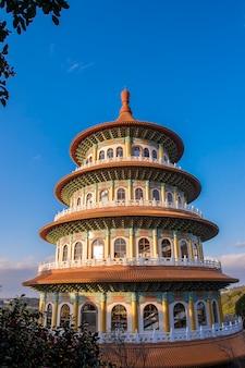 Tianyuan-tempel met blauwe hemel, de beroemdste plaats voor toerist in taiwan