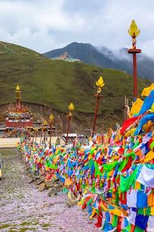Tibetaans boeddhistische tempel in de provincie laji shan qinghai, china