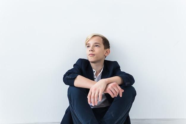 Tiener depressie en puberteit concept