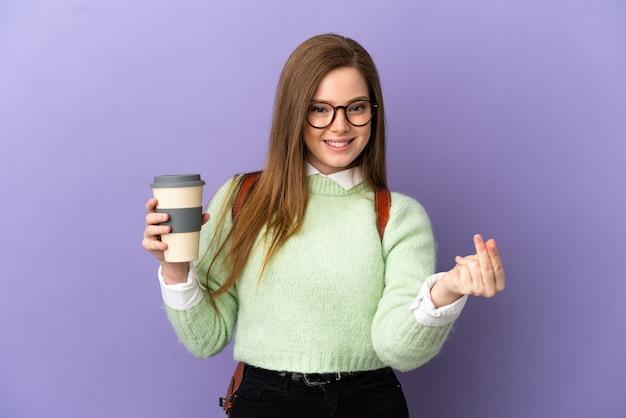 Tiener student meisje over geïsoleerde paarse achtergrond geld gebaar maken