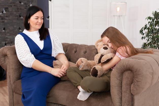 Tienermeisje bij ontvangst bij de psychotherapeut