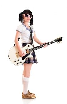Tienermeisje met een elektrische gitaar