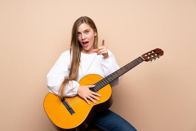 Tienermeisje met gitaar
