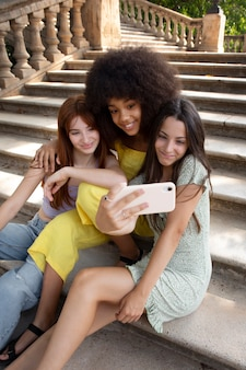 Tienervrienden die samen tijd doorbrengen