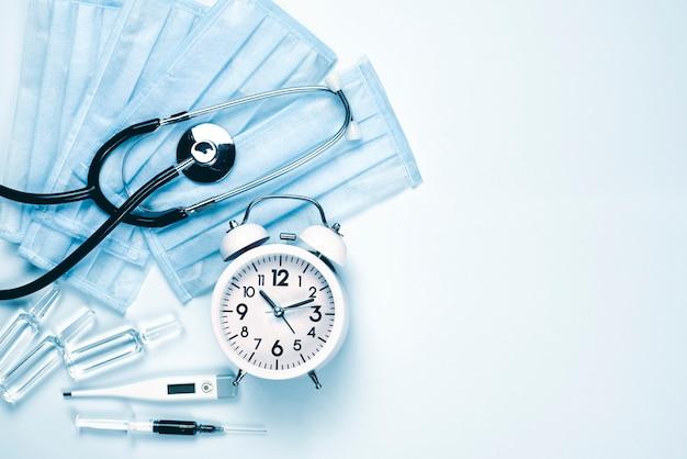 Tijd om coronavirus te verslaan. tijd om covid-19 te winnen. gezondheidszorg en medische benodigdheden