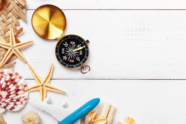 Tijd om te reizen. idee voor toerisme met kompas.
