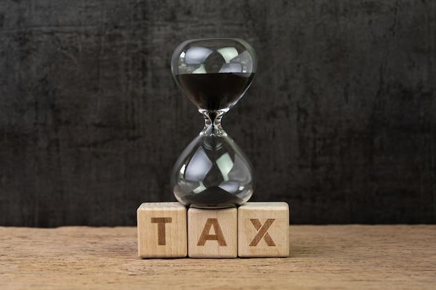Tijd voor belasting, aftellen voor belastingdag of belastingtimerconcept