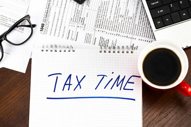 Tijd voor belastingengeld het concept van de financiële boekhoudingsbelasting