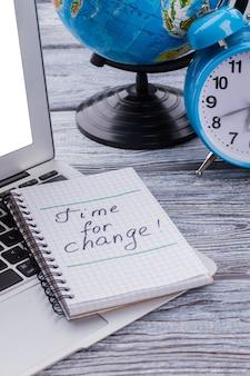 Tijd voor verandering. wereld verandert concept. globalisering en digitalisering.