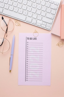 Tijdorganisatieconcept met planner plat leggen