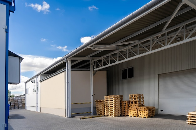 Timmerhout en magazijnterrein in perspectief