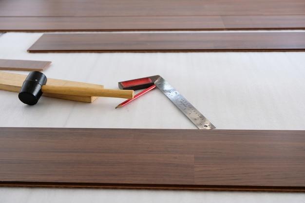 Timmerwerk en vloeren en meubels