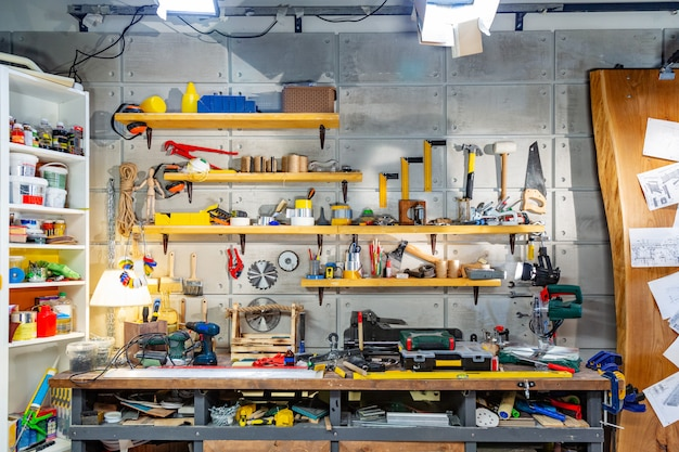 Timmerwerkplaats voorzien van de nodige gereedschappen