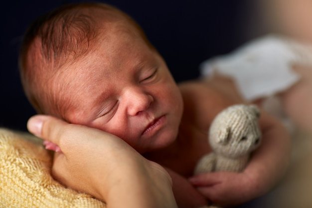 Tine charmante pasgeboren slapen