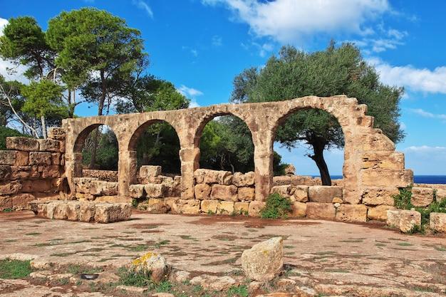 Tipaza romeinse ruïnes van steen en zand in algerije, afrika