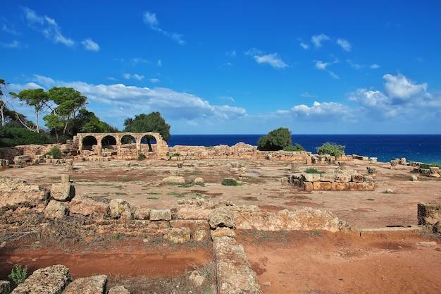 Tipaza romeinse ruïnes van steen en zand in algerije