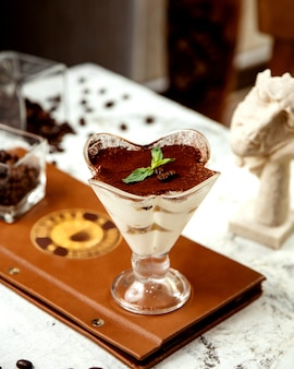 Tiramisu geserveerd in glas