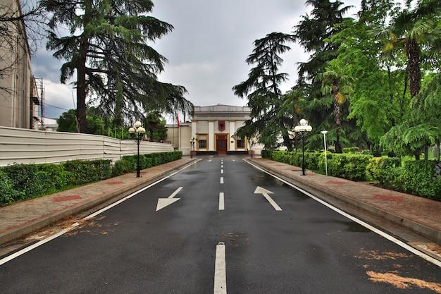 Tirana is de gevangene van albanië