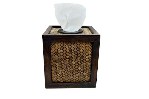 Tissuepapier doos gemaakt door mandenmakerij bamboe op wit